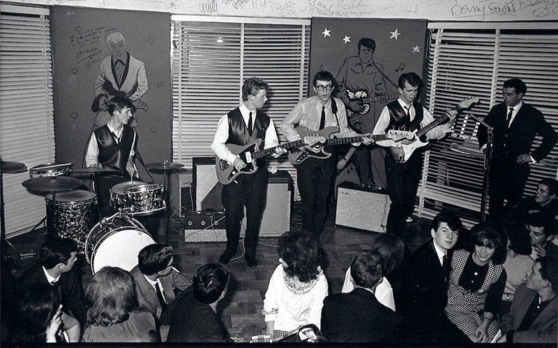 The Krewcats performing in France 1962. Photo Ted Tunnicliffe, courtesy Birmingham Music Archive. License: CC BY-SA 4.0, http://creativecommons.org/licenses/by-sa/4.0/
